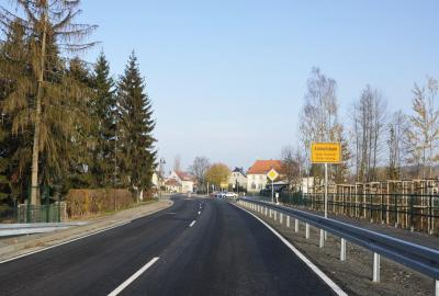 Nach reichlich einem Jahr Bauzeit wird der Ausbau der Staatstraße S 45, Polenzer Straße in Ammelshain Ende November abgeschlossen