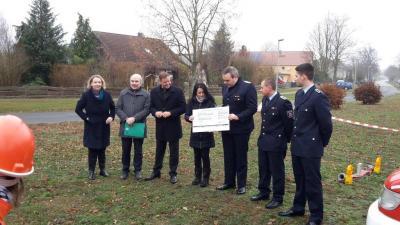 Vorschaubild zur Meldung: Fördermittelscheck für Feuerwehrgerätehaus Neubau in Kotzen