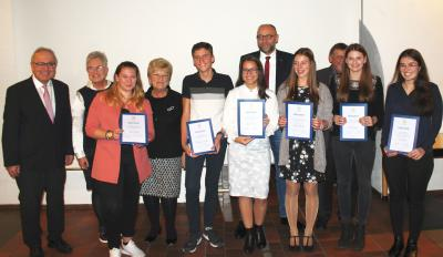 Foto zur Meldung: Bundesfreiwillige Alisa Greguric erhält Jugendsozialpreis
