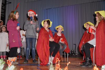 """Die Kinder aus dem Hort """"Regenbogenhaus"""", zeigten bei der Seniorenweihnachtsfeier für die Orts- und Gemeindeteile ein abwechslungsreiches Programm. Foto: Andreas König/Stadt Pritzwalk"""