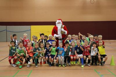 Foto zur Meldung: U07: G-Jugend - Besuch vom Nikolaus