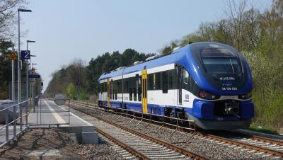 Pesa Link im Bahnhof Herrensee in Richtung Berlin fahrend