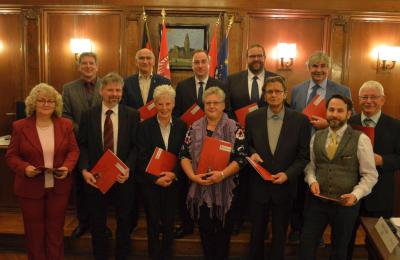 Foto: Elf Stadtverordnete erhielten am fünften Dezember die Ehrennadel der Stadt Wittenberge I Foto: Martin Ferch