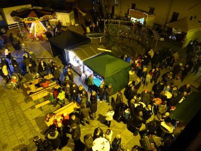 Foto zur Meldung: 5. Weihnachtliches Markttreiben der Stadt Nienburg (Saale)