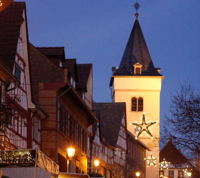 Verkehrs-Info zum Weihnachtsmarkt Hochstadt (Bild): einige Straßen sind gesperrt, der Bus-Verkehr wird umgeleitet.