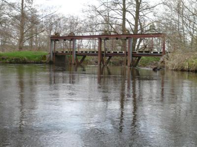 Keine Gefahr für Kanuten: das Luhe-Wehr Schnede