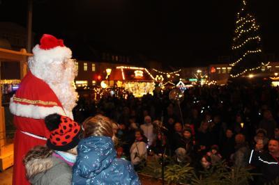 Vorschaubild zur Meldung: Bürgermeister eröffnet Weihnachtsmarkt