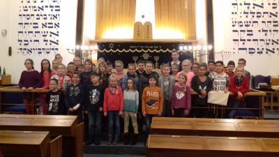 Vorschaubild zur Meldung: Jahrgang 4 besucht Synagoge in Dortmund