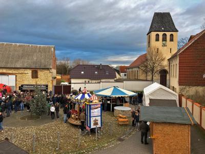 Foto zur Meldung: Weihnachtsmarkt auf dem Markt in Westeregeln