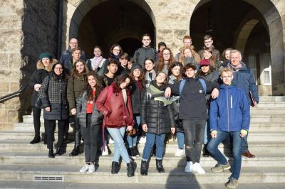 Foto: Schüler und Schülerinnen des Marie-Curie-Gymnasiums besuchten mit ihren Gastschülern aus Italien das Rathaus in Wittenberge I Foto: Martin Ferch