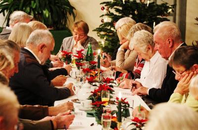 Foto zu Meldung: Doppelbingo bei der Seniorenweihnachtsfeier