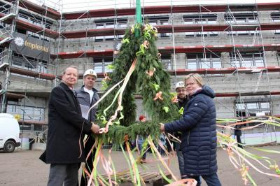 Vorschaubild zur Meldung: Richtfest Hönower Schulneubau