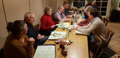 Der Rat der Gemeinde Rennau bei den Haushaltsberatungen.