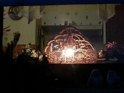 Vorschaubild zur Meldung: 2. Adventsfenster bei Familie Senftleben