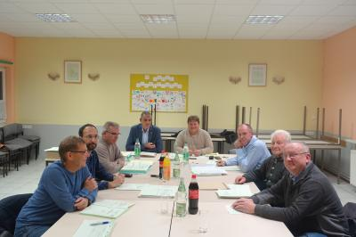 Der Rat der Gemeinde Querenhorst bei den Haushaltsberatungen.
