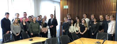 Klasse 10c zu Gast im Helmut Kohl Saal der CDU Fraktion