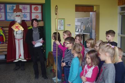 Foto zur Meldung: St. Nikolaus kommt zu den Röslauer Grundschülern