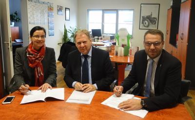 Für die Gemeinde Grasleben unterzeichneten Frau Gemeindebürgermeisterin Veronika Koch und Herr Gemeindedirektor Gero Janze und für die KWG Herr Geschäftsführer Wito Johann den Verwaltervertrag.