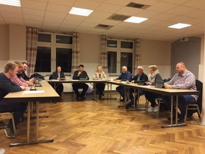Der Rat der Gemeinde Mariental bei den Haushaltsberatungen.