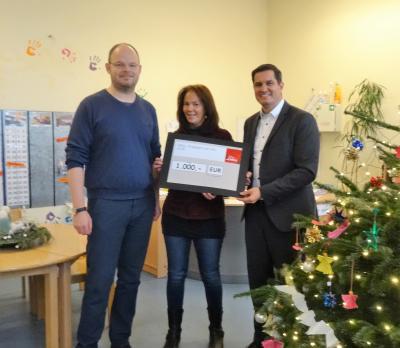 Foto zur Meldung: DekaBank spendet 1.000 Euro an Schulkindbetreuung