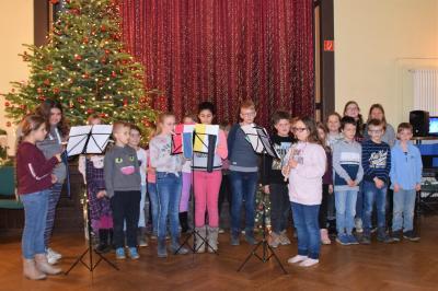 Stadt Perleberg | Flöten AG und Musikfreunde AG der Rolandschule präsentierten sich mit weihnachten Liedern