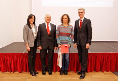 Ehrung von Karin Bauer aus Schnabelwaid für 100 Blutspenden