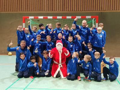 Foto zur Meldung: U08: F2-Jugend - Überraschung vom Weihnachtsmann