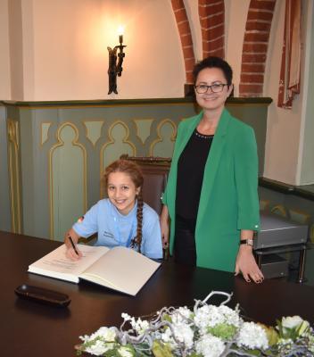 Doris Ritzka | Schülerin Marianne Stepanjan, Eintragung ins Gästebuch der Stadt Perleberg