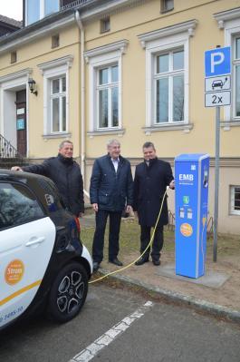 Baudezernent Thomas Zylla, Bürgermeister Heiko Müller und Dr. Jens Horn, Geschäftsführer der EMB Energie Mark Brandenburg GmbH