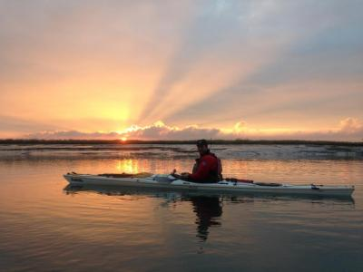 Zu den außergwöhnlichen Paddelerlebnissen inNiedersachsen gehört eine Fahrt im ostfriesischen Wattenmeer