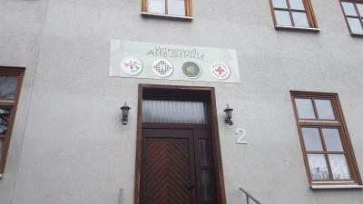 """Das neue Eingangsschild am Vereinsheim """"Alte Schule"""""""