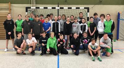 Vorschaubild zur Meldung: 29 jugendliche Handballer absolvieren Jung-Schiedsrichterlehrgang in Schladen