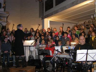 Der 60köpfige Schulchor mit Chorleiterin Ingrid Nickol und die Instrumentalisten Caroline Andres (Querflöte), Ricarda Kappauf (Klavier) und Rüdiger Stephan (Schlagzeug) waren die Garanten für ein gelungenes und sehenswertes Musical