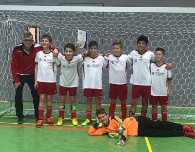 Foto zur Meldung: D-Jugend macht es der C nach und  gewinnt das Turnier beim SC Seeland