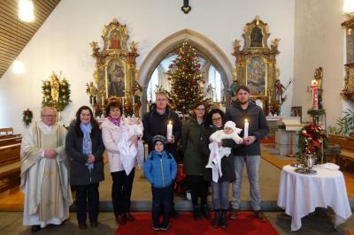 Foto zur Meldung: Feierliche Taufer von Paula Wickenhöfer und Julia Bergbauer