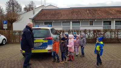 Foto zur Meldung: Kita In den Haberswiesen - Verkehrspolizei im Kindergarten