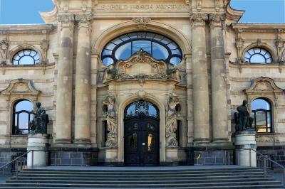https://pixabay.com/de/d%C3%BCren-museum-hoesch-museum-eingang-1633810/