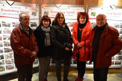 Die Fotoautoren der Ausstellung: (v.l) Dieter Zaplo, Christiane Schomaker, Marina Lenth, Petra Hagemann und Gerhard Baack I Foto: Martin Ferch