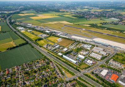 Foto zur Meldung: Testbus verbindet Bahnhof Holzwickede mit Gewerbepark - Initiatoren ziehen Zwischenbilanz