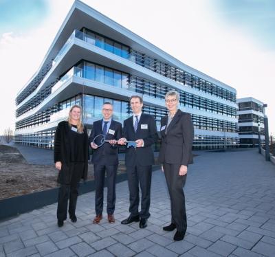 Foto zur Meldung: Rhenus weiht Neubauten in Holzwickede ein