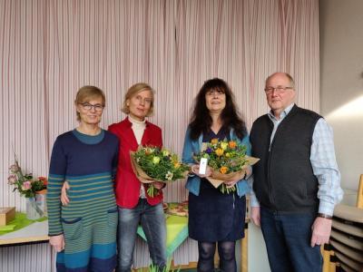 Die Jubilare Frau Habeck und Frau Jentsch mit der Schulleiterin Frau Willen und Herrn Mönkehues (Vorstandsmitglied Caritasverband Tecklenburger Land e.V.)