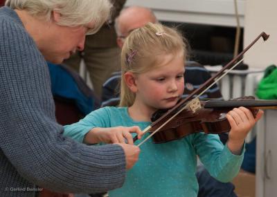 Mit fachlicher Anleitung lässt sich jedes Instrument mit Erfolg und Spaß erlernen. Foto: Gerlind Bensler