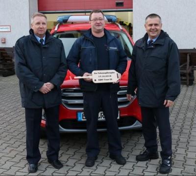 Foto zur Meldung: Zeitiges Weihnachtsgeschenk für stellvertretenden Kreisbrandmeister