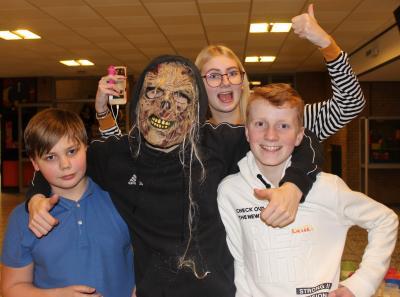 """Foto zur Meldung: Zombies """"überfallen"""" EKS-Lesenacht"""