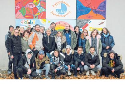Kunstprojekt: Das Ravensberger Jugendbildungshaus besteht zehn Jahre. Aus diesem Anlass haben Teilnehmer und Beschäftigte gemeinsam ein Kunstwerk angefertigt, das jetzt eine Außenwand der Gebäude am Standort Hesseln ziert.