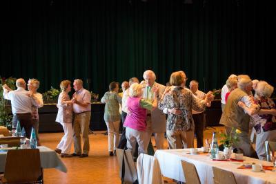 Der erste Tanztee 2019 für Seniorinnen und Senioren findet am Mittwoch, 20. Februar ab 14 Uhr im Bürgerhaus Bischofsheim statt. Foto: Archivbild (2015), Stadt Maintal