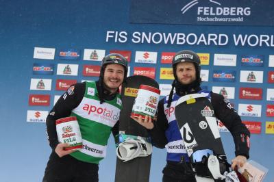 Der Konstanzer Paul Berg (links) und Konstantin Schad freuen sich über die Plätze zwei und drei beim Heimweltcup auf dem Feldberg - Foto: Joachim Hahne
