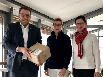 v.l. Gemeindedirektor Gero Janze, Gabriele Müller-Hunold und Bürgermeisterin Veronika Koch.