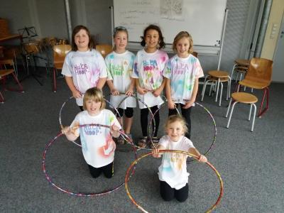 Foto zur Meldung: Grundschule Am See Groß Twülpstedt - Kreisende Hüften bei Hula-Hoop-Show
