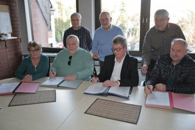 Foto zur Meldung: Velpker Sportvereine unterzeichnen neue Verträge